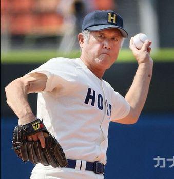 始球式に村上さん、日本人初大リーガー 夏の神奈川大会