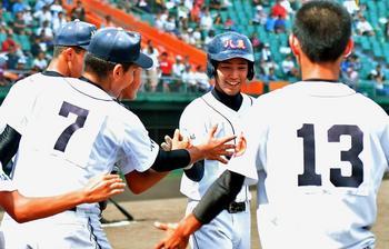 球場どよめかせた1発、八重農初の4強 夏の沖縄大会