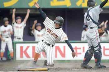 西城陽は逆転で8強、龍谷大平安も 高校野球京都大会