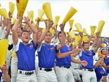 栃木大会決勝、スタンドも最後まで熱気 雨の中声からす