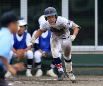 滝川二・1年生沢田、8回に決勝打 兵庫大会