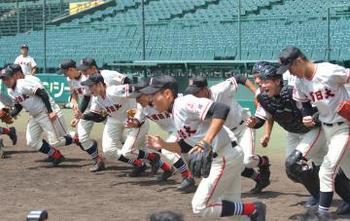 土浦日大 はつらつ、白球追う 甲子園練習