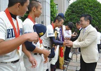 彦根東 県庁で知事らから激励