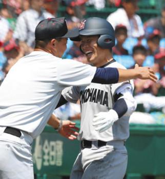 最高の舞台、最高の一打に笑顔 横浜3年福永奨主将