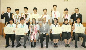 高校総体など優勝の2団体と4選手、大分県賞詞贈呈