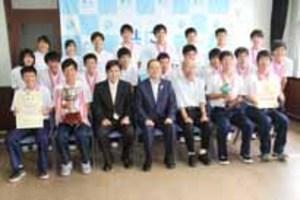 徳山高専バレー部が周南市長に「一丸で全国制覇」報告