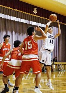 日川、堅守速攻で4強 高校選抜バスケ山梨県大会