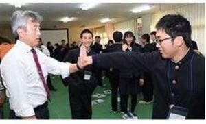 高校応援団員集まり、技術高め合う 掛け声、振り付け練習