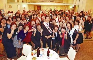 教え子が定年祝賀会 沖縄の女子バスケ強豪校を指導した渡慶次さん