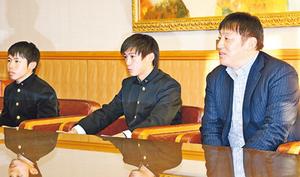 「前回の8強越え優勝」 富山一高サッカー部 本社で決意語る