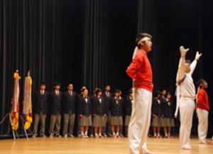 「私たちも心一つに」 - 全校生徒がエール/全国高校駅伝―男女で出場の智弁学園