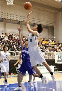 富士学苑、要所で粘り強い守り 高校バスケ
