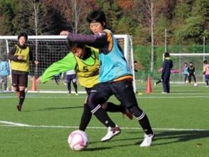 日ノ本、王座奪還へパス磨く 高校女子サッカー