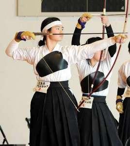 広島文教女大付の日野、女子個人初V 西日本高校弓道