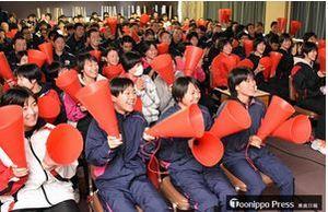 留守部隊も熱狂、150人大歓声 サッカー青森山田高