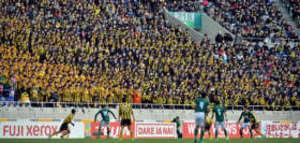 サッカー 前橋育英、応援1700人いつまでも温かい拍手