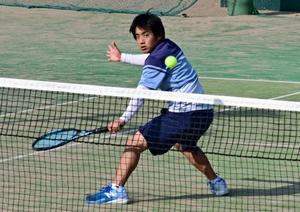 徳丸(宮崎大宮高)初の頂点 宮日杯ジュニアテニス