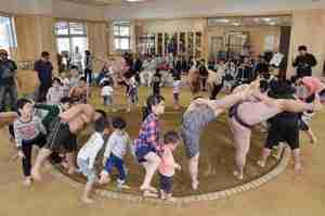高知工・相撲場で佐ノ山親方ら落成祝う 子どもクラブ発足