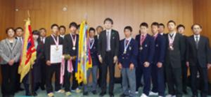 選抜 奈良の優勝選手8人が副知事表敬