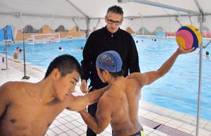 世界の水球、京都・鳥羽高に伝授 強豪国の元監督