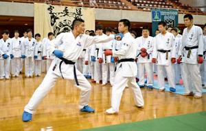 宮崎県勢、空手強豪に挑む チャレンジマッチ開幕