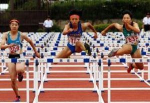 幅跳び女王高良、女子100障害で2位 近畿高校総体陸上