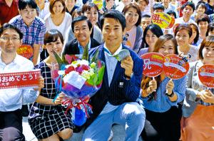 五輪陸上「銀」の飯塚 八王子の母校中大で喜びの報告