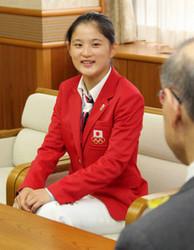 五輪 トランポリンの中野蘭「東京でメダル」宣言 県庁報告
