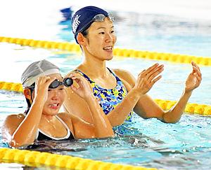 リオ五輪『金』金藤理恵選手が子どもたち指導 磐梯で水泳教室
