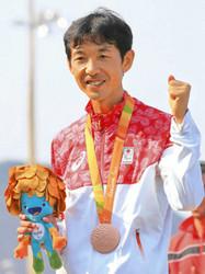 パラ 陸上の岡村 生きがいマラソンでメダル