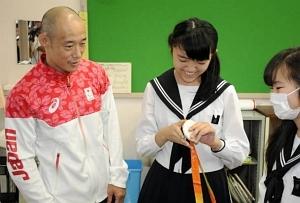 広瀬選手、名古屋盲学校で報告会 パラ・柔道銀