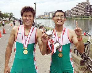 富山国際大V 全日本大学ボート男子ダブルスカル