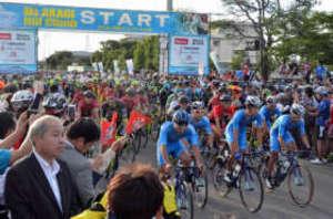 自転車難コースに最多の3200人 赤城山ヒルクライム