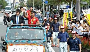 五輪柔道の旭化成3選手 延岡市でパレード