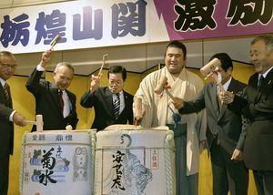 高知県安芸市で幕内力士・栃煌山関の激励会