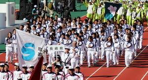 いわて国体開幕 長崎県選手団「主役は選手」を表現