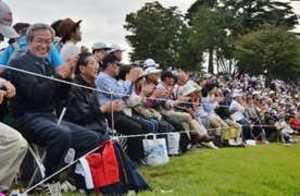 一打に一喜一憂 大ギャラリー 日本女子オープンゴルフ