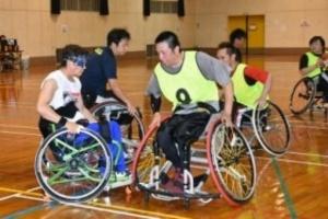 車いすバスケ全国優勝目指す 猛練習の長崎県チーム訪問
