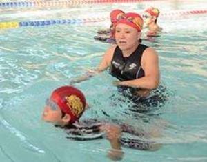 障害者スイマー支援、基金設立 水泳教室主宰の谷内さん