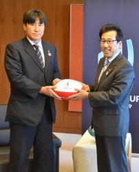 ラグビーW杯盛り上げて 元代表松田さん、札幌市長に要請