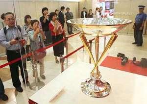 セ界王者の輝き 広島Vトロフィー展示