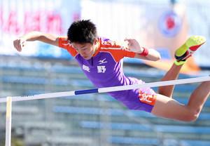 内山選手、棒高跳び3位 いわて国体