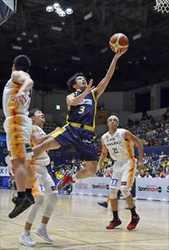 バスケ栃木、100点ゲームで首位浮上 仙台に108-56