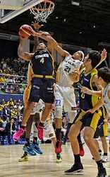 バスケ栃木5連勝、首位堅持 中盤猛攻、仙台と82-55