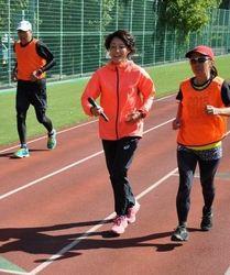 山口衛里さんがランニング指導 おかやまマラソンのプレイベント