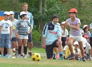 J1磐田 磐田市内6校訪れ、児童と交流