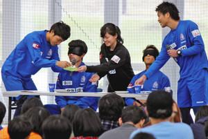 J3富山 ピッチの外 素顔に歓声 ファンと交流