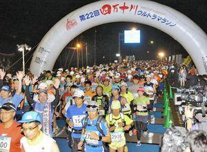 高知県の四万十川ウルトラマラソンで2372人が力走