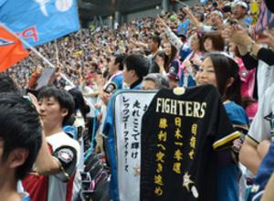 日本ハム CSファイナル突破 刺しゅうの応援ユニホーム掲げ歓喜