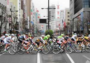 大通り疾走 自転車ジャパンカップクリテリウム